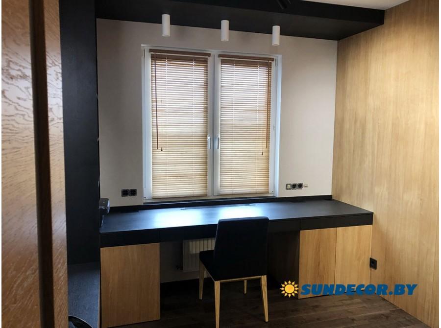 Деревянные жалюзи в кабинет квартиры