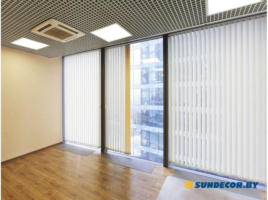 Вертикальные жалюзи для панорамного окна