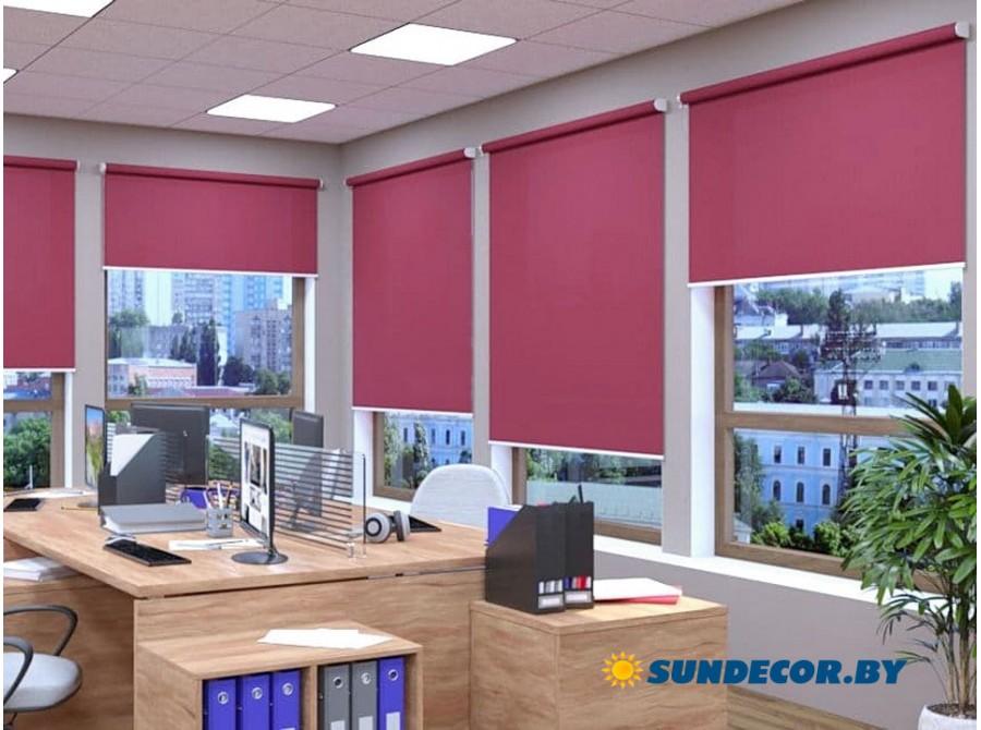 Классические рулонные шторы в офис