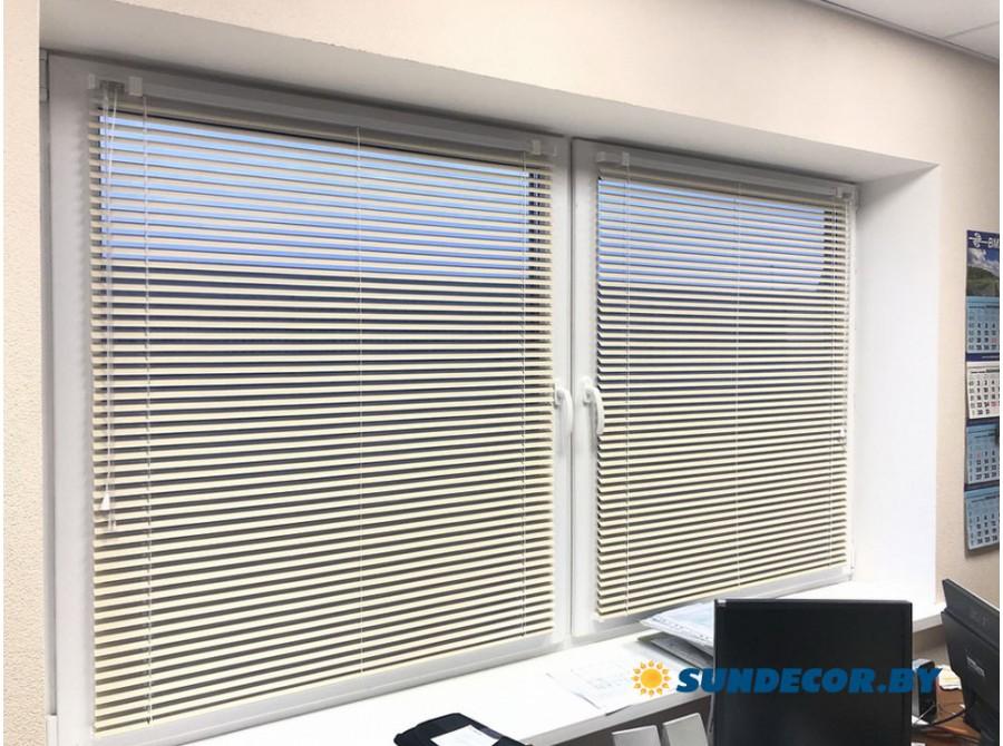 Алюминиевые жалюзи в офис